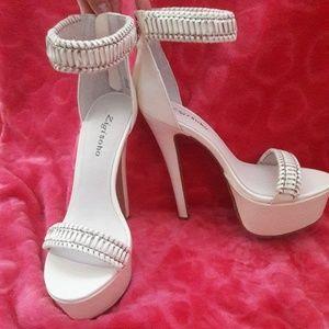 NWT Zigi Soho heels 8.5 WHT